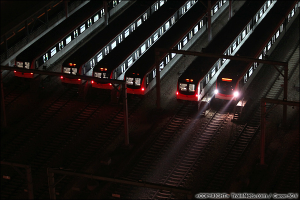 2013年10月25日。广东深圳。 深圳地铁龙华线龙胜车辆段夜景。(IMG-6043-131025)