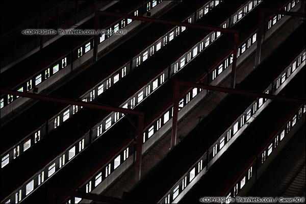 2013年10月25日。广东深圳。 深圳地铁龙华线龙胜车辆段夜景。(IMG-6070-131025)