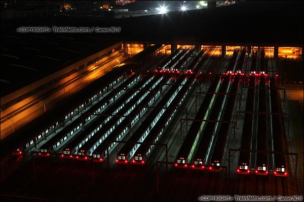 2013年10月25日。广东深圳。 深圳地铁龙华线龙胜车辆段夜景。(IMG-6144-131025)