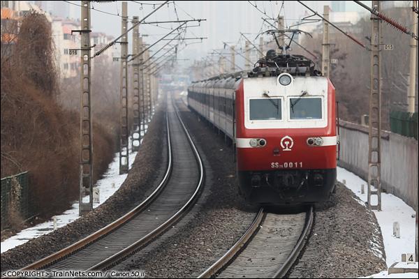 2014年2月12日。甘肃兰州。 T295次,兰州-乌鲁木齐驶离兰州站。(IMG-7358-140212)