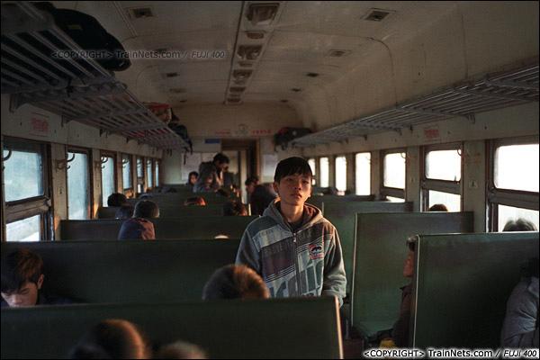 2013年12月21日。7321次,列车即将到达防城港站,夕阳照入车内。(E3235)