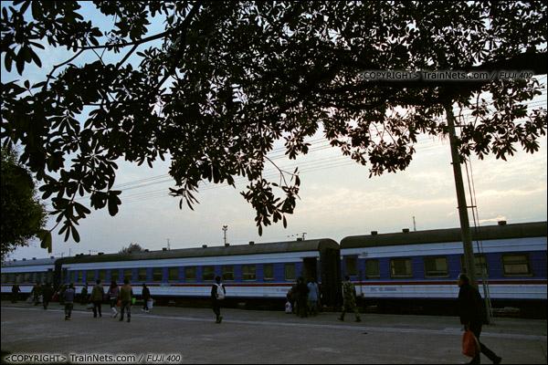 2013年12月21日早晨七点四十五分,防城港火车站。7322次。(E3315)