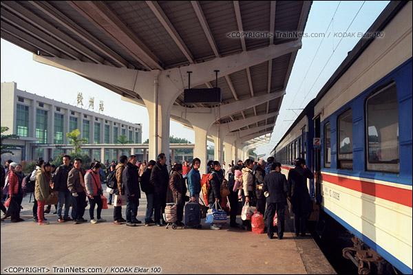 2013年12月21日。7322次抵达钦州站。(E3408)