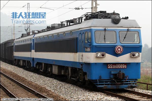 2013年10月5日。SS3B行驶在湖南省渝怀线。(图/火车仔/IMG-3859-131005)