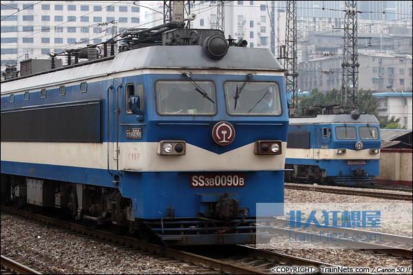 2013年10月5日。湖南怀化站。SS3B行驶在湖南省沪昆线。(图/火车仔/IMG-3971-131005)