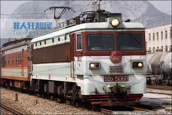 2013年10月4日。湖南。配属广铁怀段的韶山3型4000系电力机车。(图/火车仔/IMG-3663-131004)