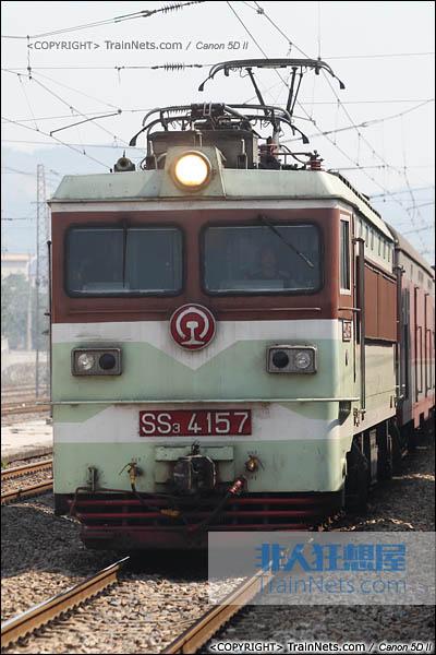 2013年10月4日。湖南。配属广铁怀段的韶山3型4000系电力机车。(图/火车仔/IMG-3674-131004)