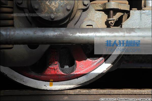 2013年12月13日。福建厦门。韶山3型电力机车车轮特写。(图/火车仔/IMG-5183-131213)