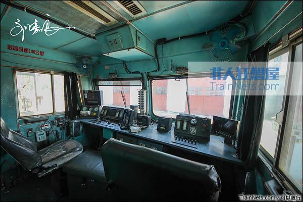 配属南昌铁路局的SS3型电力机车。驾驶室。(图/可以放行)