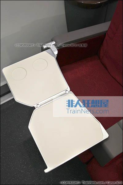 2014年4月21日。CRH380D。1号车。特等座,折叠小桌板。(IMG-4433-140421/火车仔)