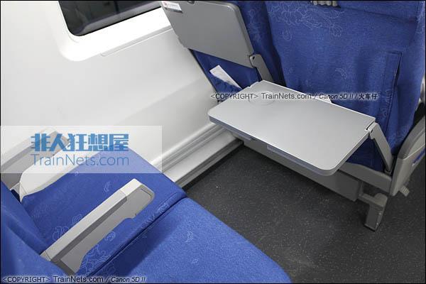 2014年4月21日。CRH380D。二等座座椅,小桌板。(IMG-4468-140421/火车仔)