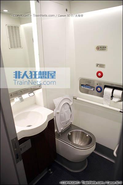 2014年4月21日。CRH380D,卫生间,全车卫生间采用座厕。(IMG-4481-140421/火车仔)