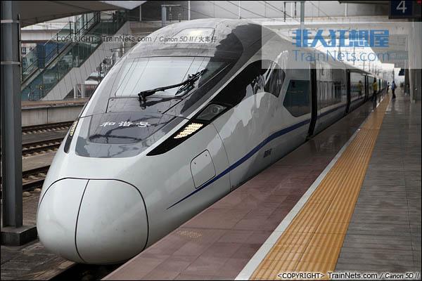 2014年4月21日。广东广州。CRH380D执行G6104次,广州南-长沙南停靠在广州北站。(IMG-4567-140421/火车仔)