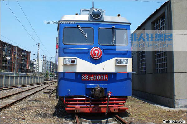 SS3C型电力机车。A端车正脸。(图/Stan)