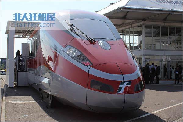 2012年9月18日,德国柏林轨道交通技术展里展出的意大利Frecciarossa 1000动车组,技术来自ZEFIRO 300平台。(图片:Trashmaster85/Wikipedia)