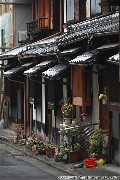 2012年2月1日。日本京都,路旁的平房民宅。(IMG-5825-120201)