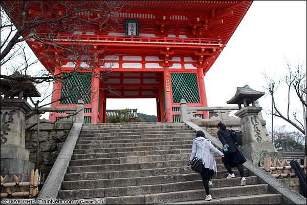 2012年2月1日。日本京都,清水寺大门。(IMG-5889-120201)