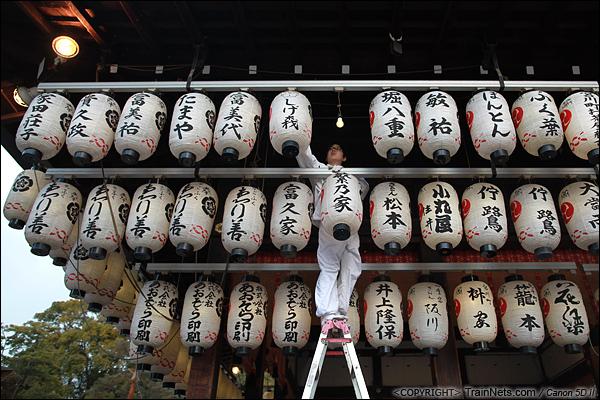 2012年2月1日。日本京都,寺庙里似乎为几日后的祭祀大典做准备。(IMG-6132-120201)