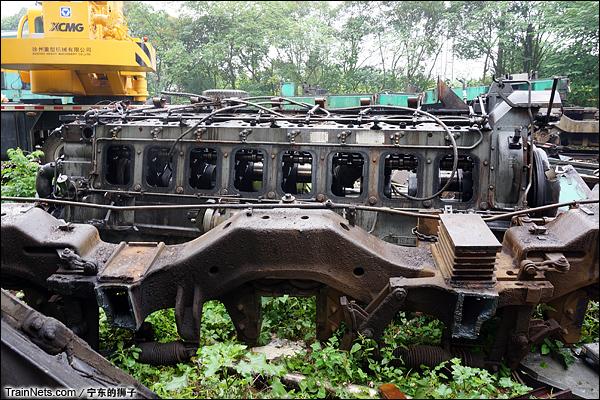2014年6月。南京东拆解线,已拆下的ND5柴油机。