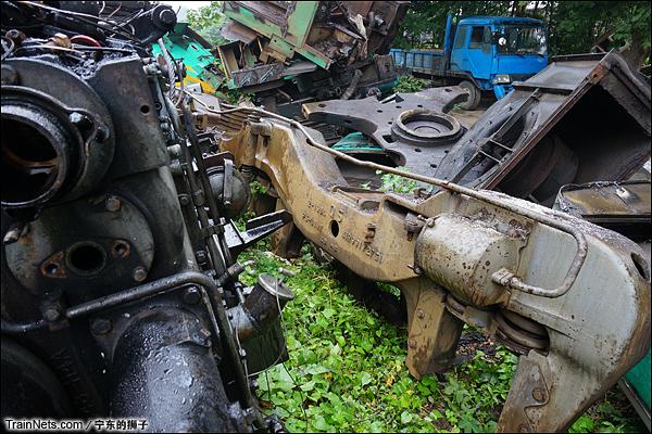 2014年6月。南京东拆解线,已拆下的ND5转向架。