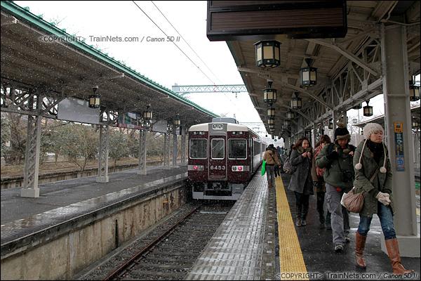2012年2月2日。日本京都。 阪急岚山线岚山站,列车停在尽头站。(IMG-6503-120202)