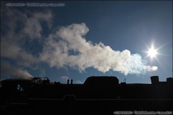 2012年2月2日。日本京都梅小路蒸汽机车博物馆。执行体验之旅的蒸汽机车整装待发。(IMG-6721-120202)