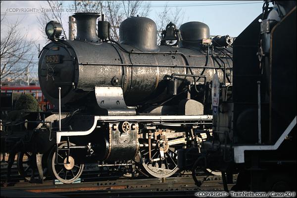 """2012年2月2日。日本京都梅小路蒸汽机车博物馆。两台处于""""压火""""状态的蒸汽机车。(IMG-6919-120202)"""