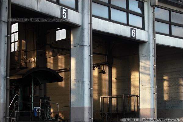 2012年2月2日。日本京都梅小路蒸汽机车博物馆。扇形车库。(IMG-6927-120202)