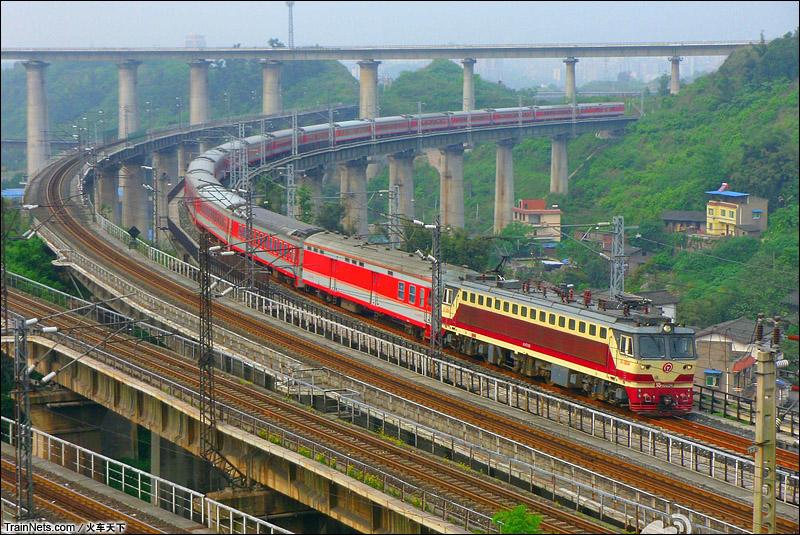 重庆枢纽的北大门,东阳-磨心坡铁路立交,兰渝跨襄渝。SS7C牵引K508次贵阳-北京西。