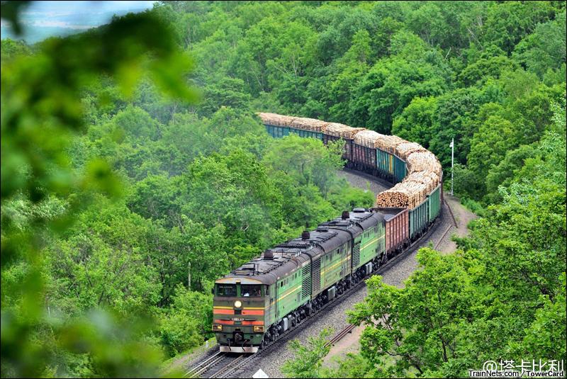 2014年5月29日。黑龙江牡丹江。俄罗斯列车行驶在滨绥线,准备进入绥芬河一号洞。