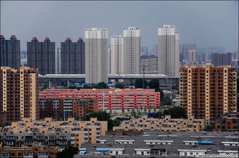 """长吉城际,D5026次吉林-长春,一组""""老驴""""和一组""""国产化驴""""重联动车组穿过长春城。"""