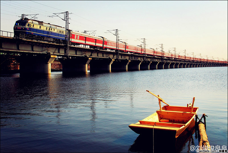 2014年3月22日,天津西青区京沪铁路独流减河桥,1228/1229次上海-阜新。