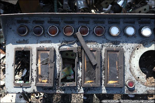 2014年8月31日。韶关机务段。被拆下的驾驶台仪表盘,它们曾经用来显示各种电压情况。(IMG-9511-140831)