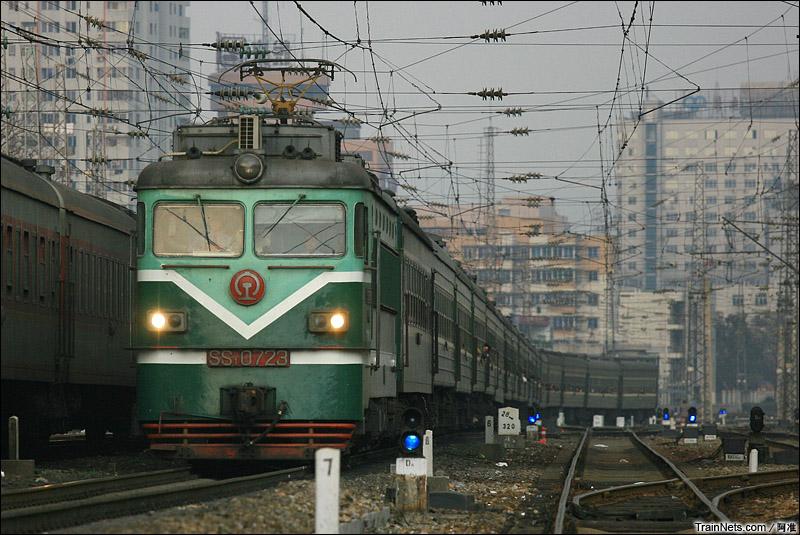 2008年2月23日。广东韶关。韶山1型牵引临客。