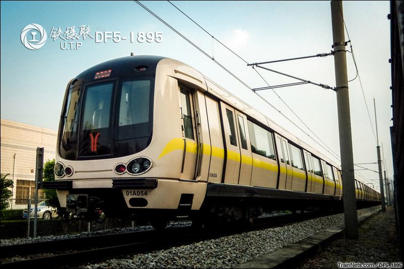2014年9月29日。广州。下午5时,广州地铁庞巴迪列车在西朗车辆段试车线。
