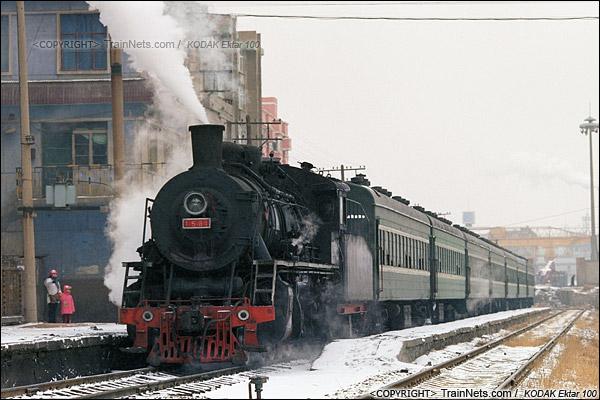 2014年2月。甘肃省白银矿区铁路,351次通勤车从临时站发车。(E3531)