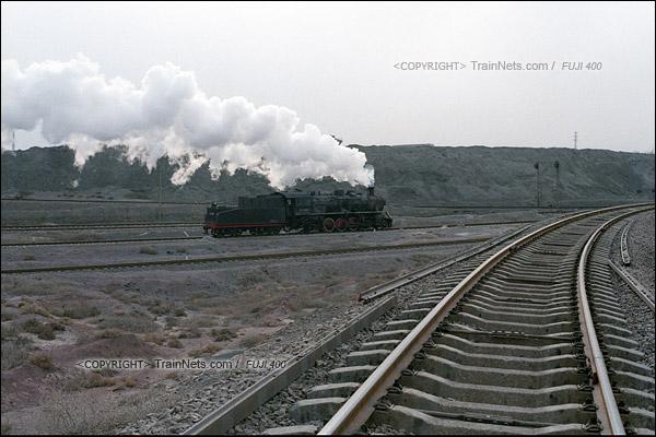 2015年1月。甘肃省白银矿区铁路。蒸汽机车上游1583在公司站的编组场内工作。(F0730)