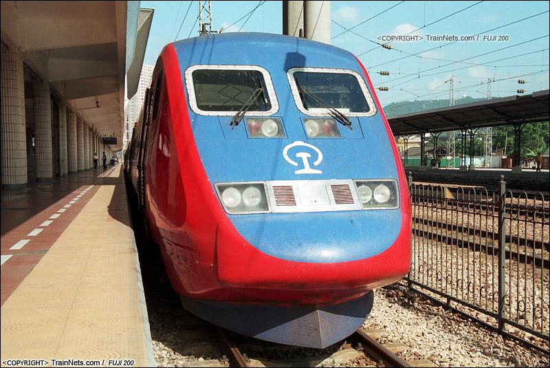 1999年,广州东站。X2000。(S05-0421)