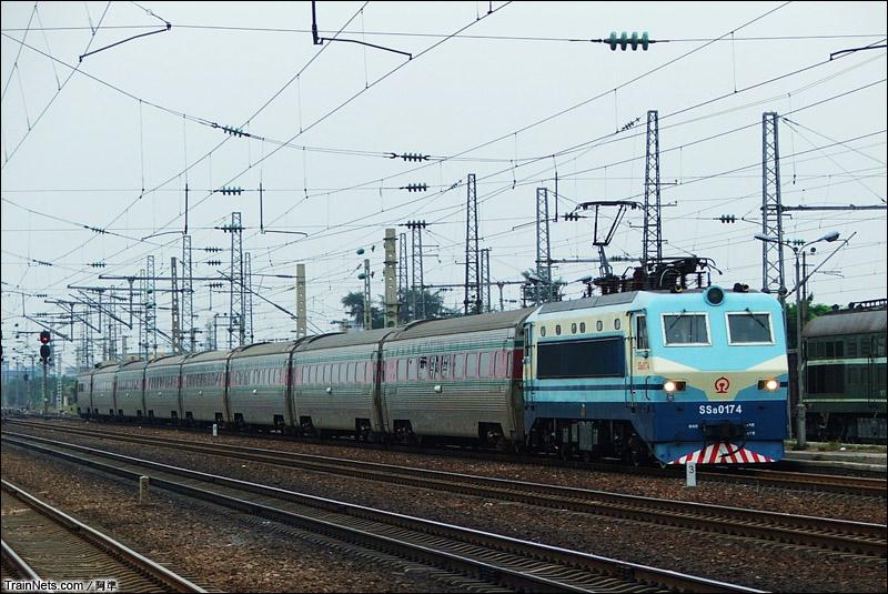 2005年1月。韶八与25C组合的T353次,广州-韶关。
