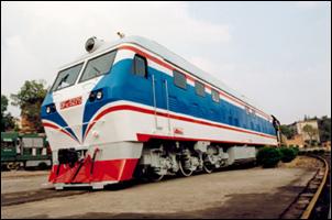 早期涂装的DF4CK机车。(互联网图)