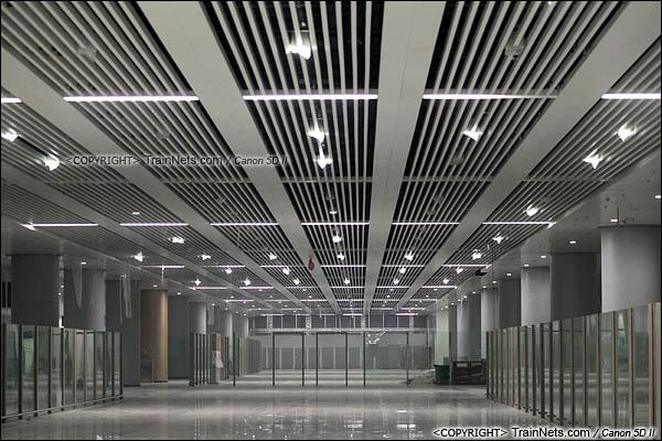 2015年10月30日。深圳福田。广深港高铁福田站,地下二层,候车厅。(IMG-0260-151030)