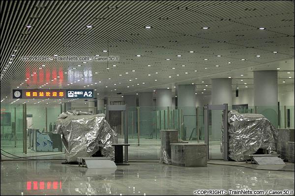 2015年10月30日。深圳福田。广深港高铁福田站,地下二层,候车厅。安检口。(IMG-0270-151030)