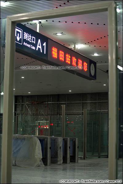 2015年10月30日。深圳福田。广深港高铁福田站,地下二层,候车厅。检票口。(IMG-0274-151030)