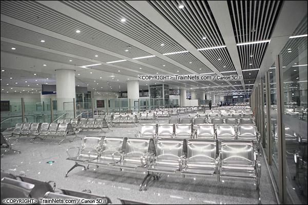 2015年12月29日。深圳福田。广深港高铁福田站。B2层站厅层,候车室。(IMG-2894-151229)
