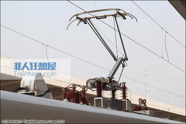 2013年12月28日。运行于厦深铁路的南昌局CRH2A统型车。受电弓。(IMG-6849-131228)