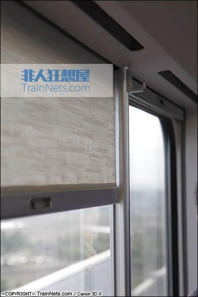 2013年12月28日。运行于厦深铁路的南昌局CRH2A统型车。二等车,隐藏式窗帘。(IMG-6900-131228)