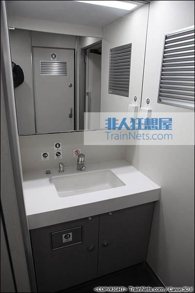 2013年12月28日。运行于厦深铁路的南昌局CRH2A统型车。洗手池。(IMG-6922-131228)