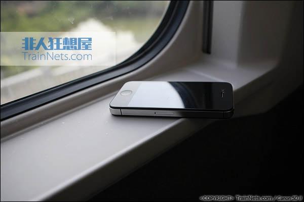 2013年12月28日。运行于厦深铁路的南昌局CRH2A统型车。二等车,小窗台。(IMG-7011-131228)