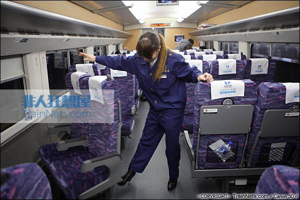 2013年12月28日。运行于厦深铁路的南昌局CRH2A统型车。二等车,可旋转座椅。(IMG-7035-131228)