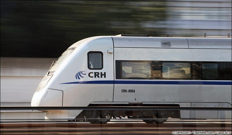 2010年12月9日。深圳人民公园路。CRH1A执行广深线城际动车。(IMG-7622-101209)